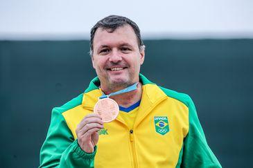 Júlio Almeida conquista a medalha de bronze na competição com a pistola de ar de 10m nos Jogos Pan-Americanos