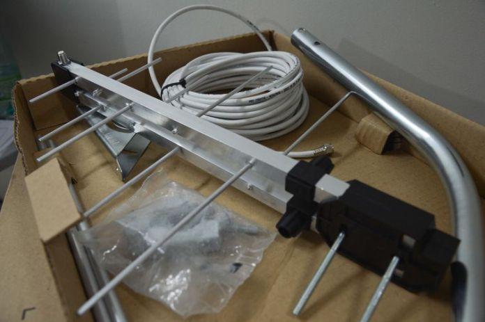 Beneficiário de Programas Sociais no DF Recebe Kits composto por antena e continuem assistindo TV em seus aparelhos Antigos após desligamento em 26 de Outubro.