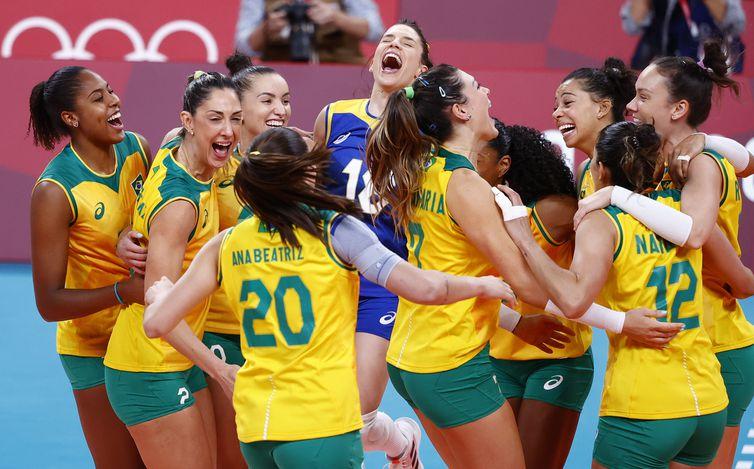 Jogadoras do Brasil durante vitória sobre a Coreia do Sul na semifinal do torneio de vôlei feminino da Tóquio 2020 - Olimpíada  - seleção feminina brasileira de vôlei
