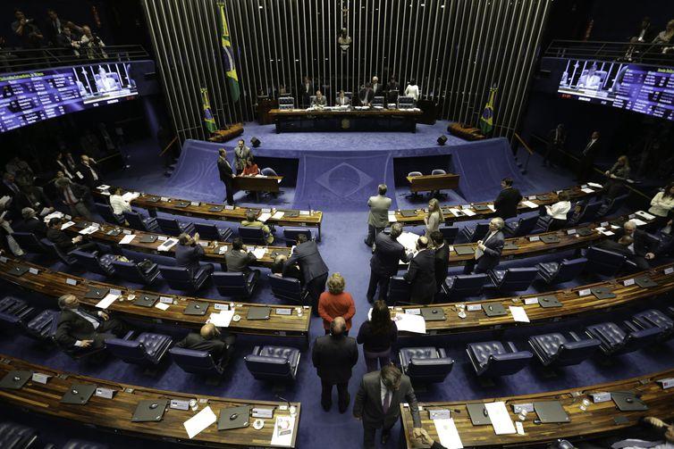 Plenário do Senado aprova urgência para projeto com isenção tributária para o diesel.