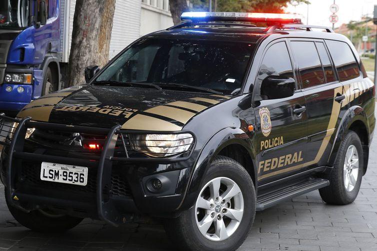A Polícia Federal prende o banqueiro Eduardo Plass em nova etapa da Operação Hashtag, desbodramento da Lava Jato no Rio de Janeiro.