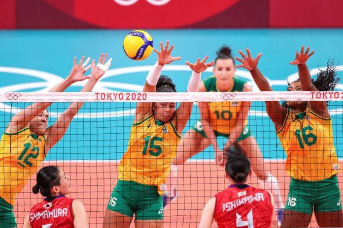 As brasileiras venceram o Japão por 3 sets a 0, com parciais 25/16, 25/18 e 26/24.