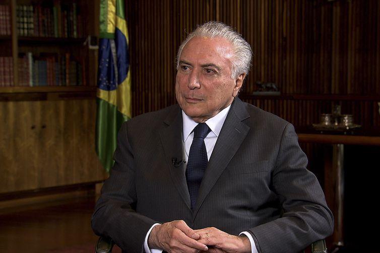 O presidente Michel Temer concede entrevista a jornalista Roseann Kennedy, da TV Brasil.