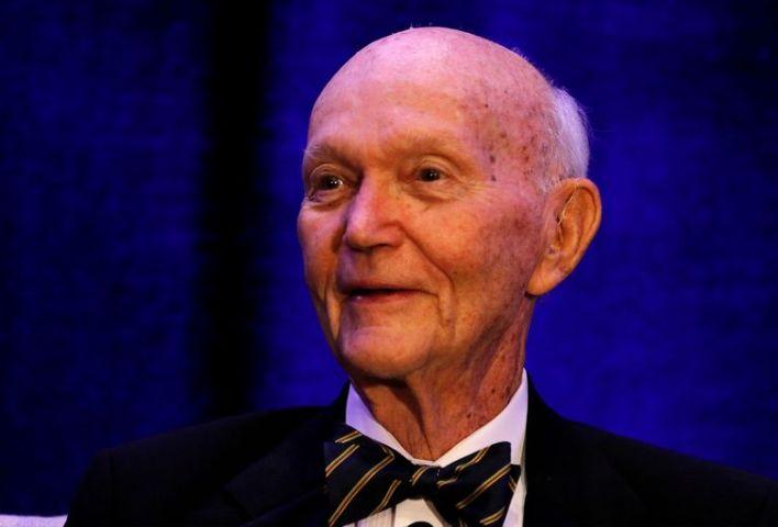 Michael Collins, astronauta do Apollo 11, fala no Painel de Discussão do 50º aniversário de lançamento, em Cocoa Beach.