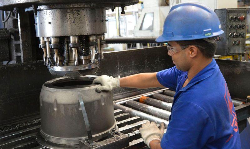 indústrias; fábricas;  Metalúrgica Durametal durante fabricação de cubos de rodas.  Fortaleza (CE) 17.07.2014 - Foto: José Paulo Lacerda