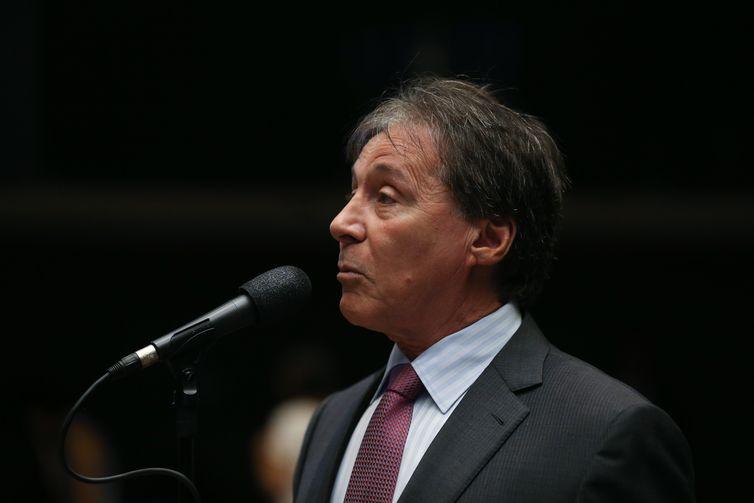 Brasília - O senador Eunício Oliveira durante sessão do Congresso Nacional para analisar vetos presidenciais e créditos para a Educação (José Cruz/Agência Brasil)