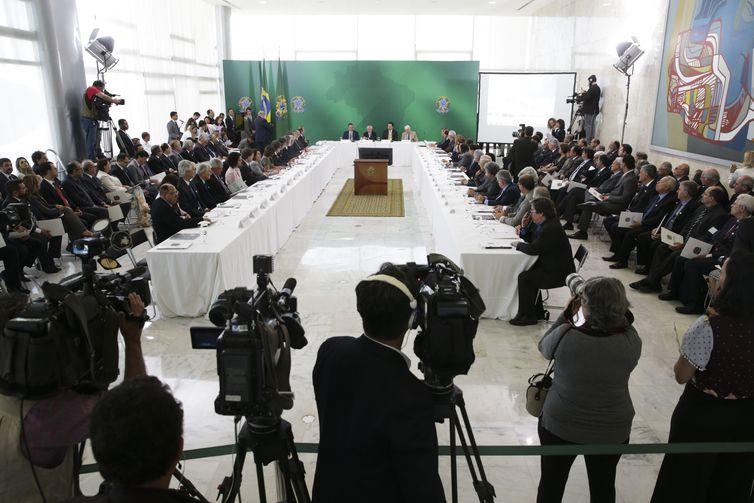 O presidente Michel Temer coordena a 3ª Reunião do Conselho Nacional de Ciência e Tecnologia (CCT), no Palácio do Planalto.