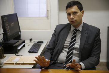 Entrevista com o promotor Guilherme de Sá Meneghim, titular da 2ª Promotoria de Justiça da Comarca de Mariana (MPMG). (Foto: Tânia Rêgo/Agência Brasil)