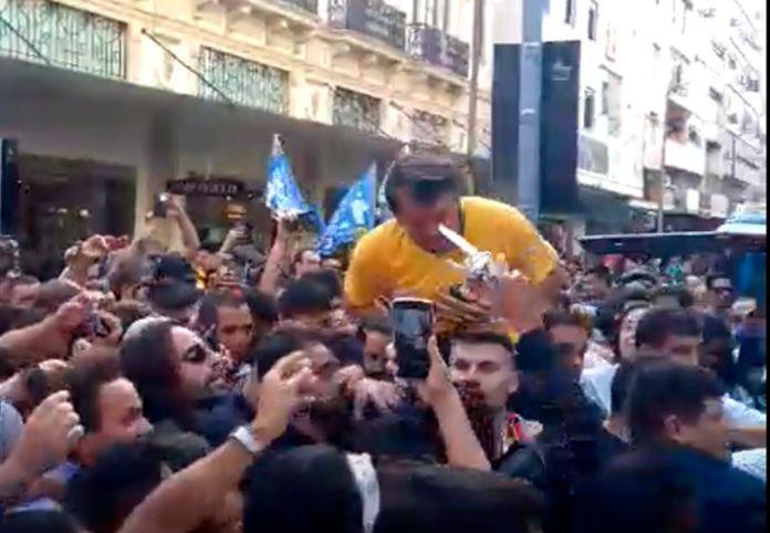 O candidato Jair Bolsonaro (PSL) foi esfaqueado em um ato de campanha. PF confirmou que o suspeito de ter esfaqueado o Jair Bolsonaro, Adélio Bispo de Oliveira, foi detido e conduzido para a Delegacia da Polícia Federal em Juiz de Fora.