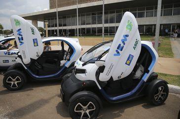 O Governo do Distrito Federal, a Agência Brasileira de Desenvolvimento Industrial e o Parque Tecnológico Itaipu  lançam  no Palácio do Buriti,o projeto de compartilhamento de veículos elétricos para frotas públicas VEM DF