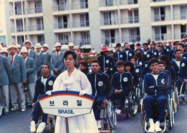 Delegação paralímpica do Brasil em Seul, em 1988 - Divulgação Projeto Memória Paralímpica Brasileira