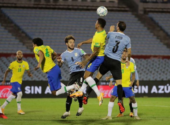 Brasil segue invicito nas Eliminatórias, após vitória de 2 a 0 contra o Uruguai.