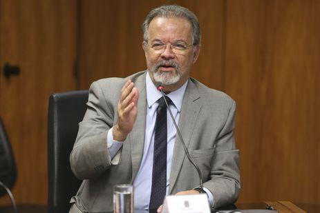 O ministro da Segurança Pública, Raul Jungmann, durante assinatura de acordo de cooperação para fomentar a geração de vagas de trabalho e geração de renda para presos, egressos e pessoas em cumprimento de penas alternativas.
