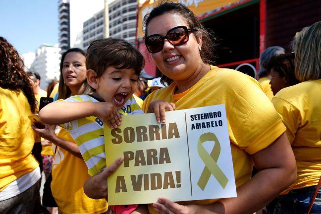 Rio de Janeiro - Parte da campanha Setembro Amarelo, ato na orla de Copacabana marca o Dia Mundial de Prevenção ao Suicídio (Tânia Rêgo/Agência Brasil)
