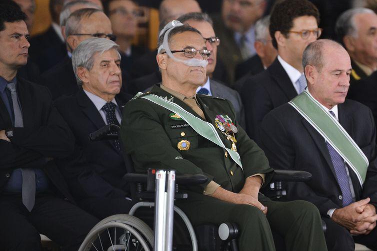 O Presidente Jair Bolsonaro participa da  solenidade de passagem de Comando do Exército do general Eduardo Dias da Costa Villas Bôas ao general Edson Leal Pujol.