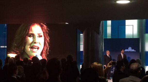 Fafá de Belém canta o hino nacional em evento de R$ 500 mil no Palácio do Planalto (Crédito: Basília Rodrigues / CBN)