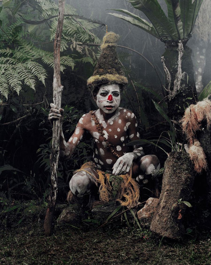 A vida de tribos que estão desaparecendo pelo mundo 12