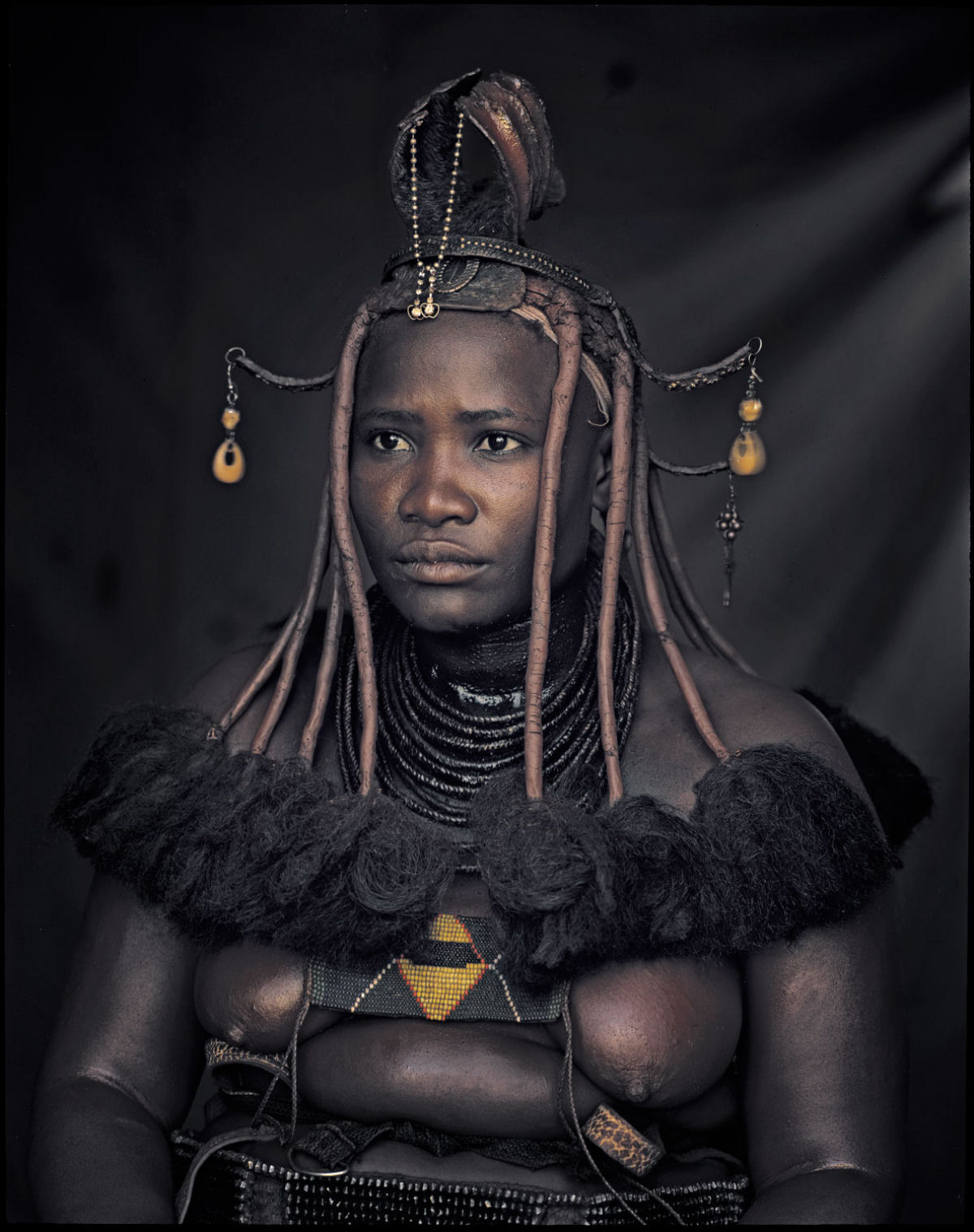 A beleza da tribo Himba, os últimos povos nômades da África 04