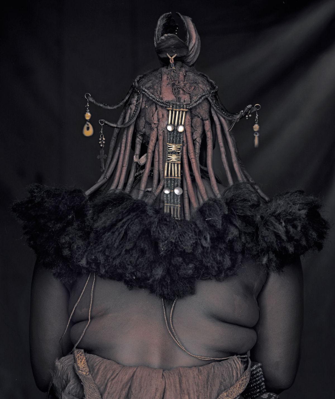 A beleza da tribo Himba, os últimos povos nômades da África 06