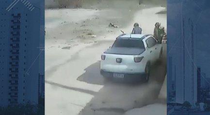 Vídeo mostra momento em que os suspeitos chegam ao local