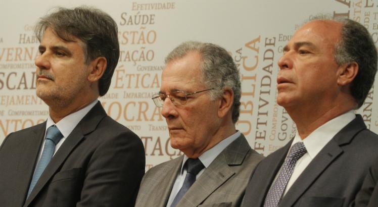 Raul Henry, o presidente do TJPE, Leopoldo Raposo, e Fernando Bezerra Coelho (Foto: Dayvison Nunes/JC Imagem)