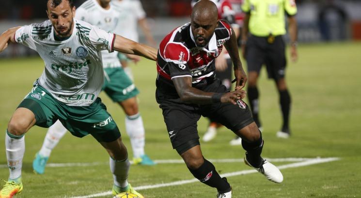 O resultado deixa o Palmeiras na liderança isolada da Série A. Foto: Diego Nigro/JC Imagem