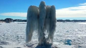 Aparece un ángel de hielo en Estados Unidos