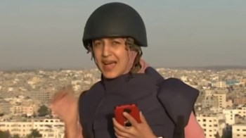 [VIDEO] Bombardeo en Hamas sorprende a reportera durante transmisión en vivo