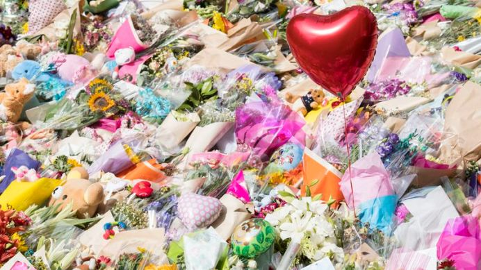 Hundreds of people left flowers for the victims. (9NEWS)
