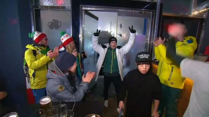 Australian supporters gather at pub to celebrate silver medal win (9NEWS)