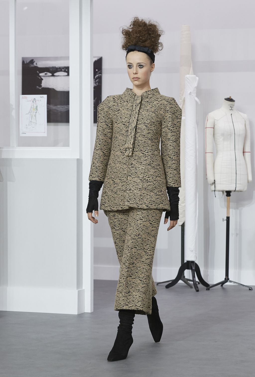 <p>For his Winter 2016 couture show, Kaiser Karl invited guests to a makeshift behind-the-scenes Chanel atelier - painstakingly rebuilt in the Grand Palaisdown to the pin - to honour the 200-strong haute couture team that tirelessly assembled the 70 intricate looks presented yesterday in Paris.</p> <p><br> Referred to as'les petites mains'- or 'the little hands' - the seamstresses and technicians continued working in their 'studio' as models including Australian Catherine McNeil swanned through in fresh takes on house classics: boxy, prismic tweed suiting, careful embroidery, precious stone embellishment and flocks of feathers among multitudes of hand techniques too beautiful for words.</p> <p><br> Click through to see the collection in full.<br> <br> </p>