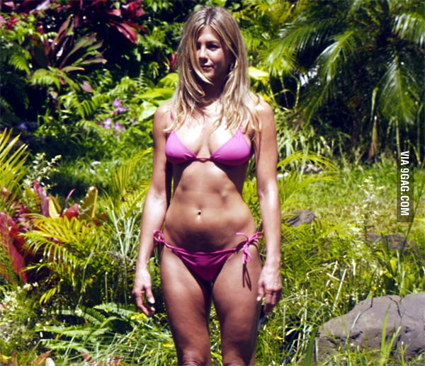 Jennifer Aniston Knows How To Wear A Bikini 9GAG