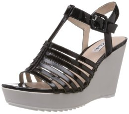 Clarks Women's Scent Lily Leather Fashion Sandals