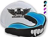 """Protector bucal UK Warrior """"Vampire"""", para boxeo, artes marciales, karate, rugby y otros deportes de contacto, incluye caso , color negro y azul, tamaño adulto"""