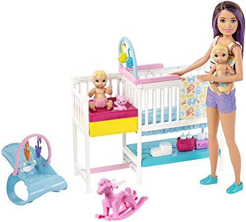 Barbie Playset Skipper Nurserie, Bambola con Bambolotti, Lettino, Fasciatoio e Tanti Accessori, Giocattolo per Bambini 3 + Anni, GFL38