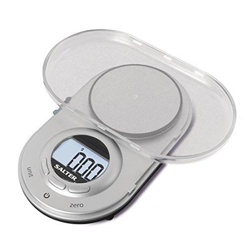Salter digitale Microwaage - kompaktes Design, elektronische Präzisionswaage für die Küche, diskretes Design, zuklappbar, passt in jede Tasche, extrem genau auf 0.05g, 15 Jahre Garantie - Silber