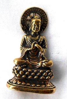 Figura de Buda de latón en trono sentado con dharmarad 2,8x 1,6cm