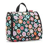 Die Toliletbag XL von Reisenthel hat die Kingsize-Körperpflege Größe erreicht. Sie ist die Kosmetiktasche die im Internationalen Einsatz ist. Ankommen, aufklappen-aufhängen und los gehts. Die Kosmetiktasche ist größer, höher und findet überall auf de...