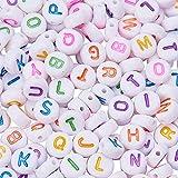 Pandahall Elite 1000PCS Perline Lettere Alfabeto in Acrilico con 26 Lettera di Alfabeto A-z Misto per Gioielli Collane Braccialetti Fai da Te Piatto Rotondo Bianco Misto Color