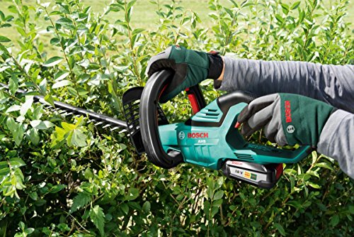 Another technological advancement of this tool is the 'Quick-Cut' feature, which enables the operator to cut vast hedge areas effortlessly with just one pass by keeping blades open for longer. That means you can finish the job in no time without having to waste time going over the same section repeatedly.