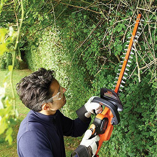 This Black + Decker 36v Anti-Jam cordless hedge trimmer is a good alternative to our best pick 'the Bosch AHS 54-20 hedge trimmer' which is nearly double the price of the Black + Decker model. Its well suited for gardeners who have a fairly large hedge to trim.