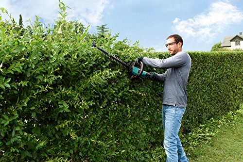 Bosch is one brand that is known for excellent power tools and the AHS 50-20 LI Cordless Hedge Cutter is definitely a good offering. It comes with an 18V Lithium-Ion battery that combines with their innovative Syneon Chip technology to provide smartly controlled power for every project. This technique helps to make the most of the battery charge. Better still, the supplied battery works with any 18V cordless power tool from Bosch, meaning it can be a huge backup plan for an existing tool.