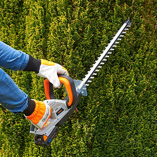 The hedge trimmer is equipped with 51cm dual action precision blades with teeth spacing of 14mm. These strong blades are built to cut through branches of up to 15mm thick. Better still, the blade oscillates at a speed of 1400rpm, which is super-fast for more efficient cutting. In addition, a clever anti-vibration system enhances accuracy of cuts and the fact that the blades are made from hardened steel means it slides through branches like a sharp knife through butter.