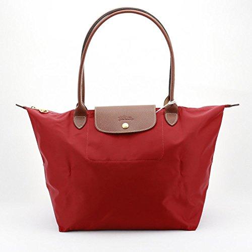 軽くて便利なハンドバッグは女性に喜ばれるプレゼント