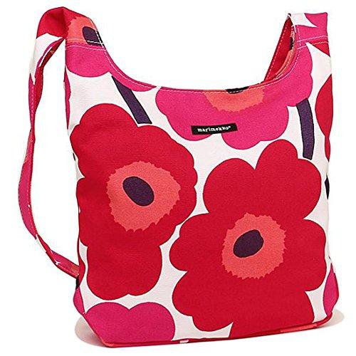 マリメッコの赤いバッグは女性に人気でプレゼントにおすすめ
