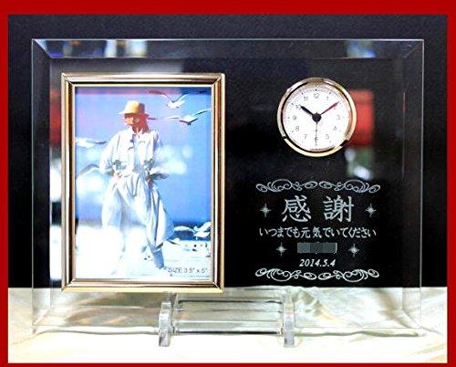 名前とメッセージ入りフォトフレーム時計を母親にプレゼント