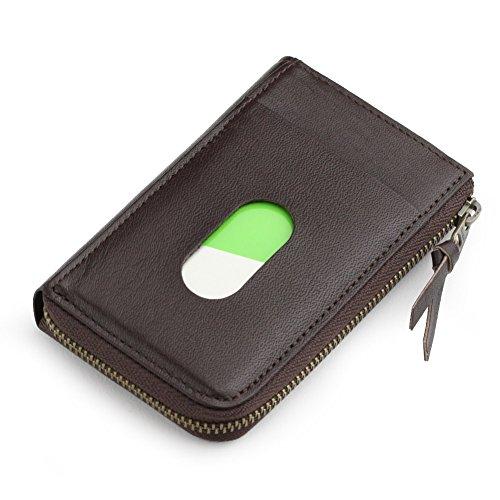 本革のカードケースは便利な小物でプレゼントに最適
