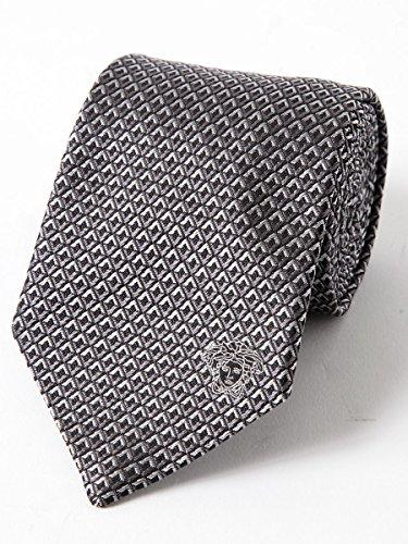 VERSACEのネクタイは働く先輩がもらって嬉しいバースデープレゼント