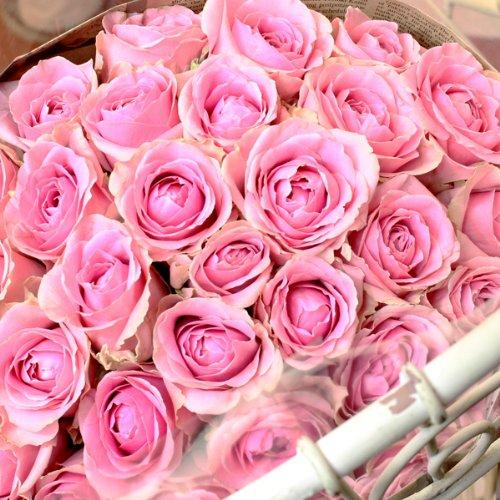 母の日にはバラの花束を贈る