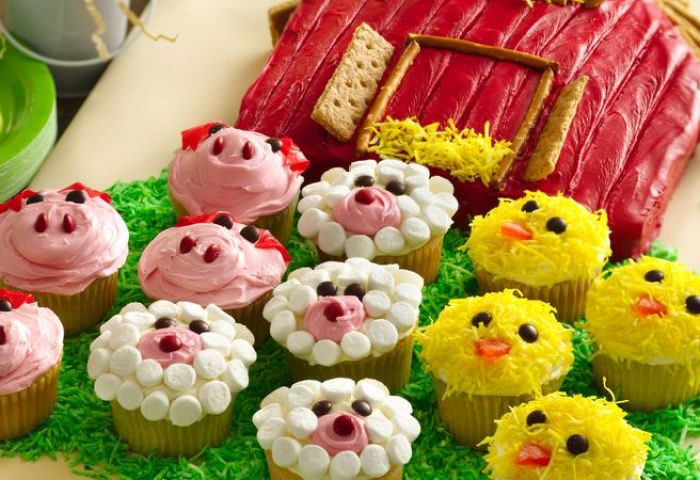 Barn Cake With Farm Animal Cupcakes Recipe Bettycrockercom